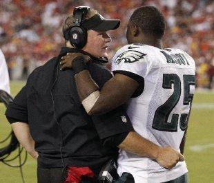 Philadelphia Eagles head coach Chip Kelly talks with running back LeSean McCoy. (AP)