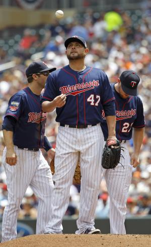 Twins' RHP Nolasco sidelined by elbow soreness