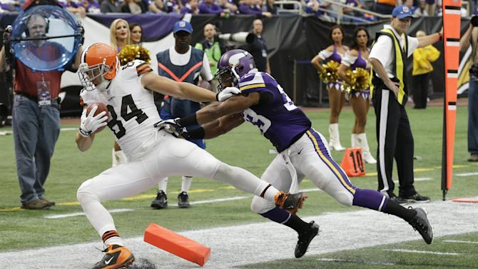 Browns' punter completes nerve-racking TD pass