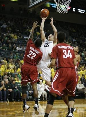 No. 16 Oregon beats Washington State 68-61