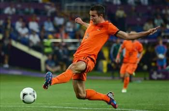 Van Persie and Robben make Netherlands squad for Germany friendly