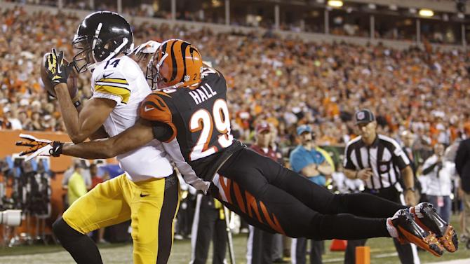 Pittsburgh Steelers wide receiver Derek Moye (14) catches a one yard touchdown pass against Cincinnati Bengals cornerback Leon Hall (29) in the first half of an NFL football game, Monday, Sept. 16, 2013, in Cincinnati. (AP Photo/David Kohl)