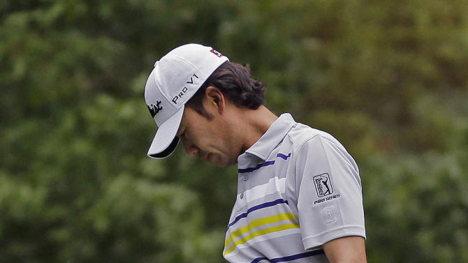 Kevin Na reacts after his tee shot on the fourth hole during the fourth round of the Masters golf tournament Sunday, April 14, 2013, in Augusta, Ga. (AP Photo/Matt Slocum)