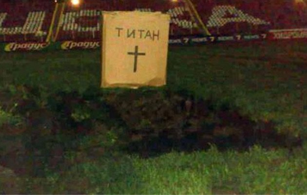 Picture: CSKA Sofia ultras dig a grave for their clubs owners in the middle of the pitch
