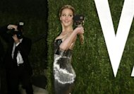 "Jennifer Lawrence holds her award for Best Actress for her role in ""Silver Linings Playbook"" at the 2013 Vanity Fair Oscars Party in West Hollywood, California February 25, 2013. REUTERS/Danny Moloshok"