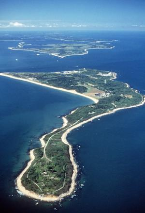 NY, Conn. lawmakers try to halt Plum Island sale