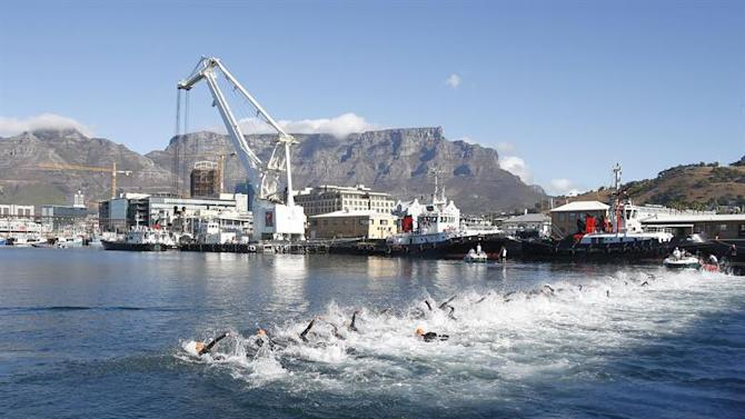 . Cape Town (South Africa), 26/04/2015.- Athletes swim in the Cape Town harbour during the ITU Elite men's Olympic distance World Triathlon series race in Cape Town, South Africa 26 April 2015. This is the fourth event of ten on the ITU World Triathlon calendar. EFE/EPA/NIC BOTHMA