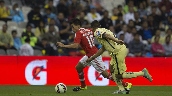 Benfica¥s Nicolas Gaitan, left, competes for the ball with America¥s Erik Pimentel during a International Championship Cup match in Mexico City, Tuesday, July  28, 2015. (Christian Palma/AP Images for Relevent Sports)