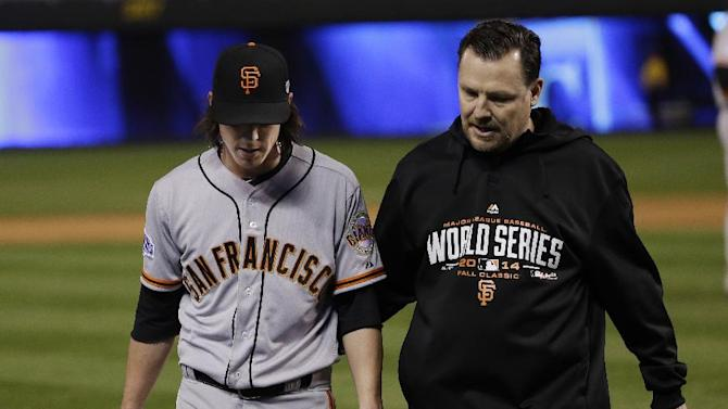 Lincecum gets in game, leaves with tight back