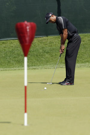 Tiger Woods putts on the practice green during practice for the U.S. Open golf tournament at Merion Golf Club, Tuesday, June 11, 2013, in Ardmore, Pa. (AP Photo/Charlie Riedel)