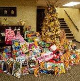 Melaleuca Celebrates the Holidays by Filling Pantries and Donating Toys to 330 Children