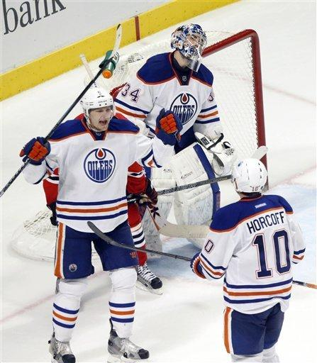 Edmonton uses 4-goal first to beat Blackhawks 6-5