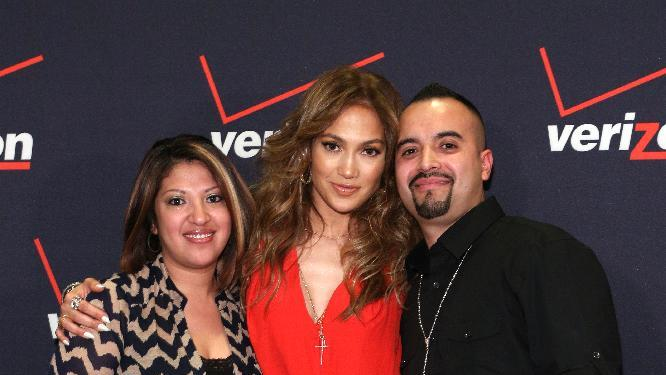 Jennifer Lopez poses for a picture with Flyaway Winners at the Verizon Wireless meet Jennifer Lopez Flyaway Contest, on Saturday, Jan. 26, 2013 in Santa Monica, Calif. (Photo by Casey Rodgers/Invision for Verizon Wireless/AP Images)