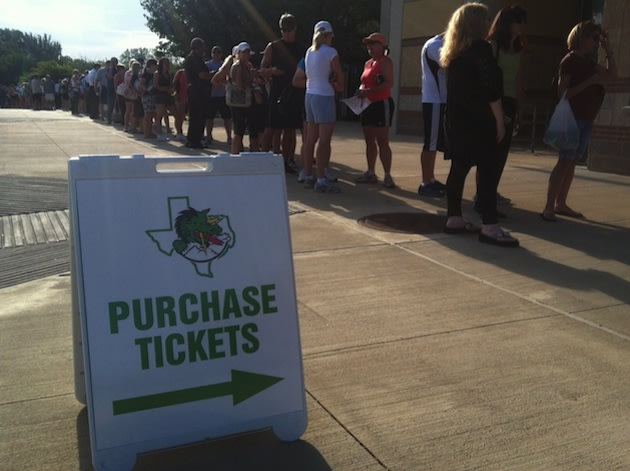 Southlake Carroll fans wait in line for tickets to the season opener at Allen — Twitter