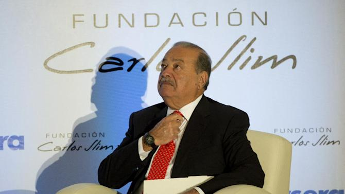 Mexican tycoon Carlos Slim participates in a press conference at the Soumaya Museum in Mexico City on January 29, 2014