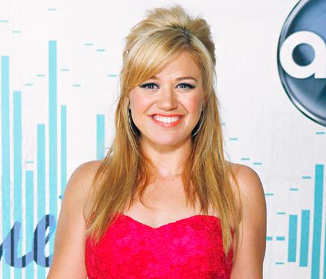 "Kelly Clarkson ""I Don't Care"" If My Daughter River Is Gay: ""I Just Hope She Finds Love"""