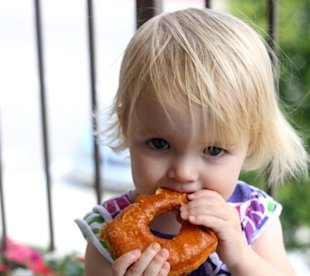 How I get my toddler to try new foods