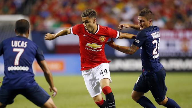 Paris St Germain's Marco Verratti (R) in action with Manchester United's Andreas Pereira (C)