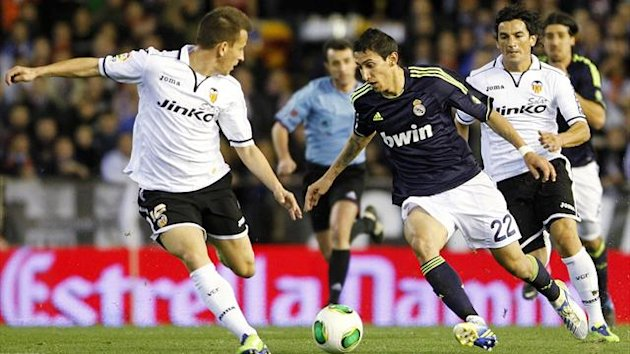 Real Madrid&#39;s Angel Di Maria (C) and Valencia&#39;s Joao Pereira (L) and Tino Costa fight for the ball during their Spanish King&#39;s Cup quarter-final second leg soccer match at the Mestalla stadium in Valencia