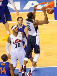 Kevint Duran of the US Men's Senior National Team, right, dunks against Spain Men's Senior National Team during an exhibition match between Spain and the United States Tuesday, July 24, 2012, in Barcelona, Spain, in preparation for the 2012 Summer Olympics. (AP Photo/Manu Fernandez)