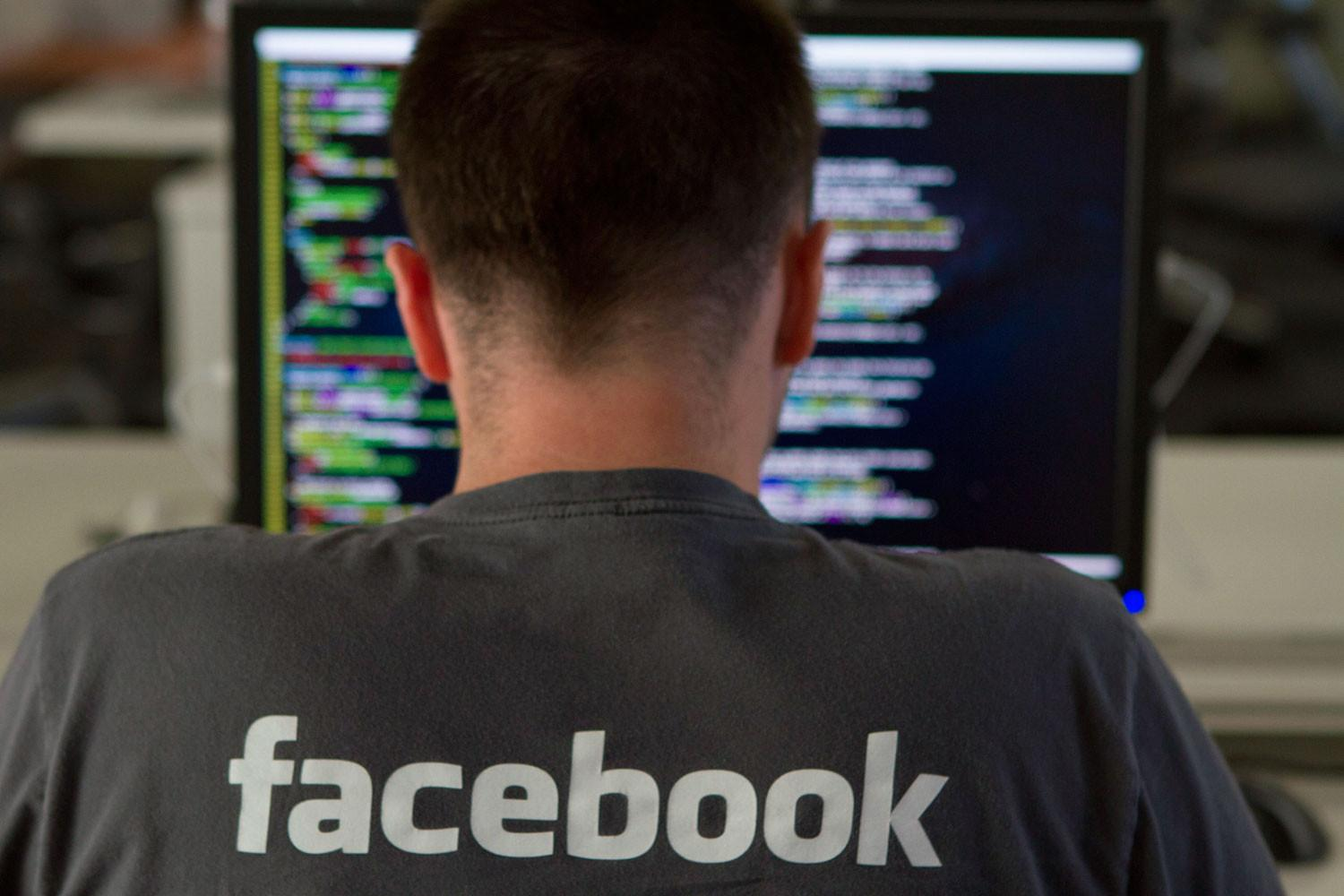 Facebook admits to blocking links to Wikileaks DNC emails