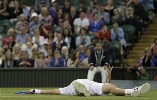 Murray wins Wimbledon match with latest finish