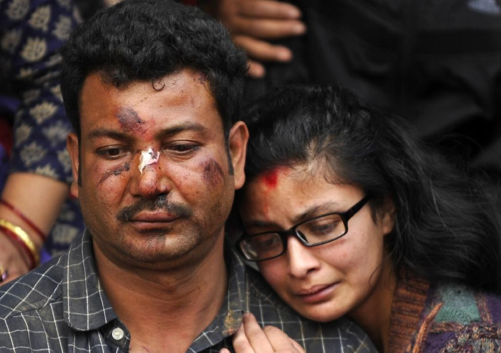 Aftershocks cause more terror as Nepal quake toll tops 2,500