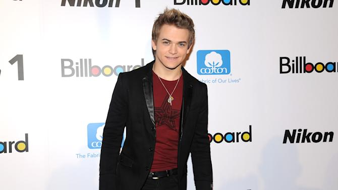 """Singer Hunter Hayes attends Billboard's """"Women in Music 2012"""" luncheon at Capitale on Friday Nov. 30, 2012 in New York. (Photo by Evan Agostini/Invision/AP)"""