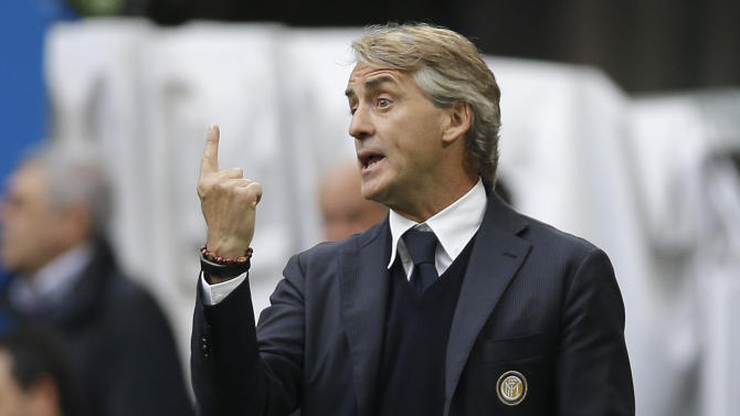 Inter Milan coach Roberto Mancini gives instructions to his players during the Serie A soccer match between Inter Milan and Chievo at the San Siro stadium in Milan, Italy, Sunday, May 3, 2015. (AP Photo/Antonio Calanni)