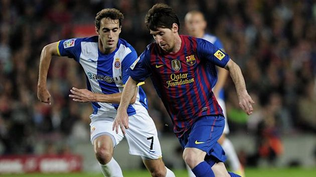 Raul Baena (L) pursues Lionel Messi during Espanyol's La Liga match with Barcelona (AFP)