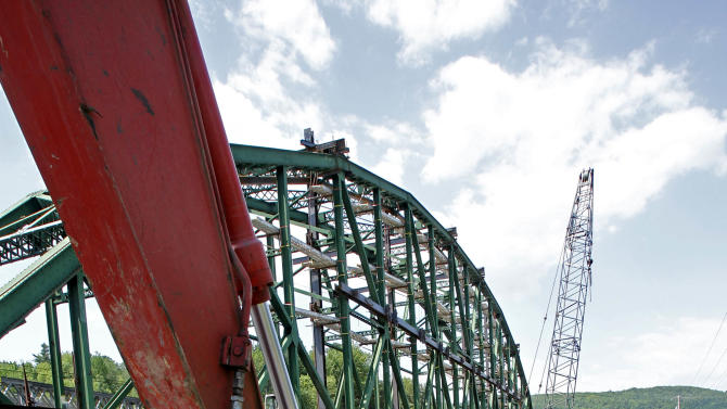 In this May 30, 2012 photo, the Checkered House Bridge is under construction in Richmond, Vt. Vermont highway engineers have been trying to decide what to do about the U.S.(AP Photo/Toby Talbot)