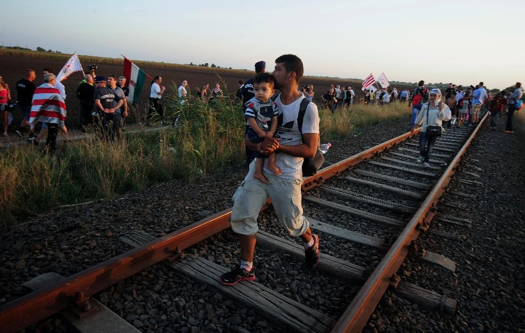 Hungary shuts border crossing after migrants escape