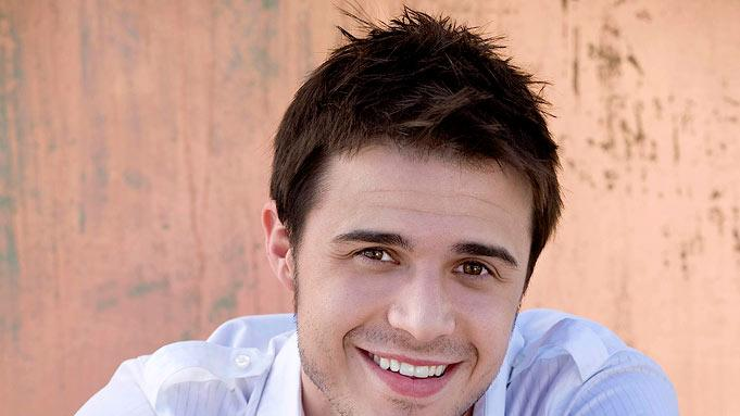 Kris Allen, 23, from Jacksonville, AR is one of the top 36 contestants on Season 8 of American Idol.