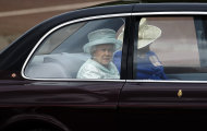 Britain's Queen Elizabeth II is driven from Buckingham Palace to St Paul's Cathedral, central London for a service of thanksgiving, Tuesday, June 5, 2012, to conclude the four-day Diamond Jubilee celebrations to mark the 60th anniversary of the Queen's accession to the throne. (AP Photo/Lefteris Pitarakis)