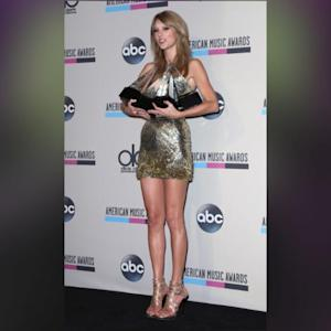 Taylor Swift Looks Hotter Than Ever At AMAs