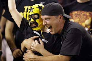 Pirates fans celebrate after the team won Game 3 to take a 2-1 series lead over the Cards. (AP)