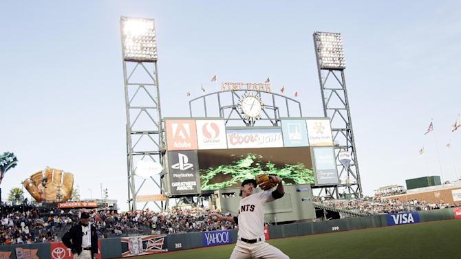 Tim Lincecum strikes out 11 as Giants beat Braves