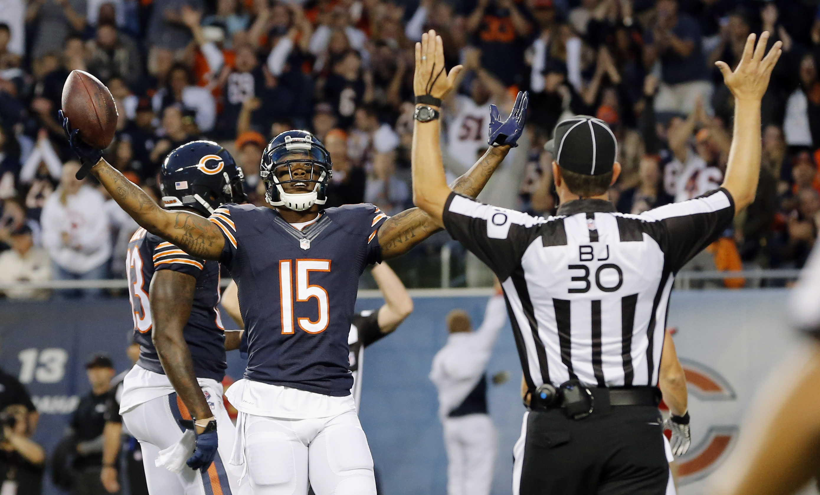AP source: Jets agree to acquire Brandon Marshall from Bears