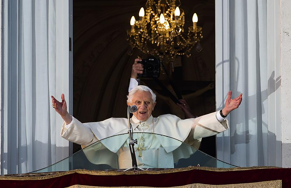 Pope Benedict XVI salutes  a cheering crowd gathered to see him from the balcony window of the pontifical summer residence of Castel Gandolfo, Thursday, Feb. 28, 2013, before he officially ends his pontificate a few hours later. (AP Photo/Domenico Stinellis)