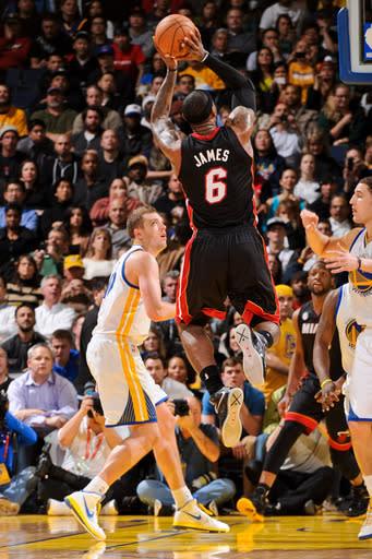 James eclipses 20K points, Heat top Warriors 92-75