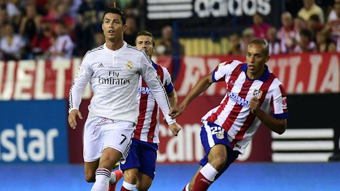 Real Madrid's Cristiano Ronaldo (L) during the Spanish Supercopa second-leg match against Atletico Madrid in Madrid on August 22, 2014