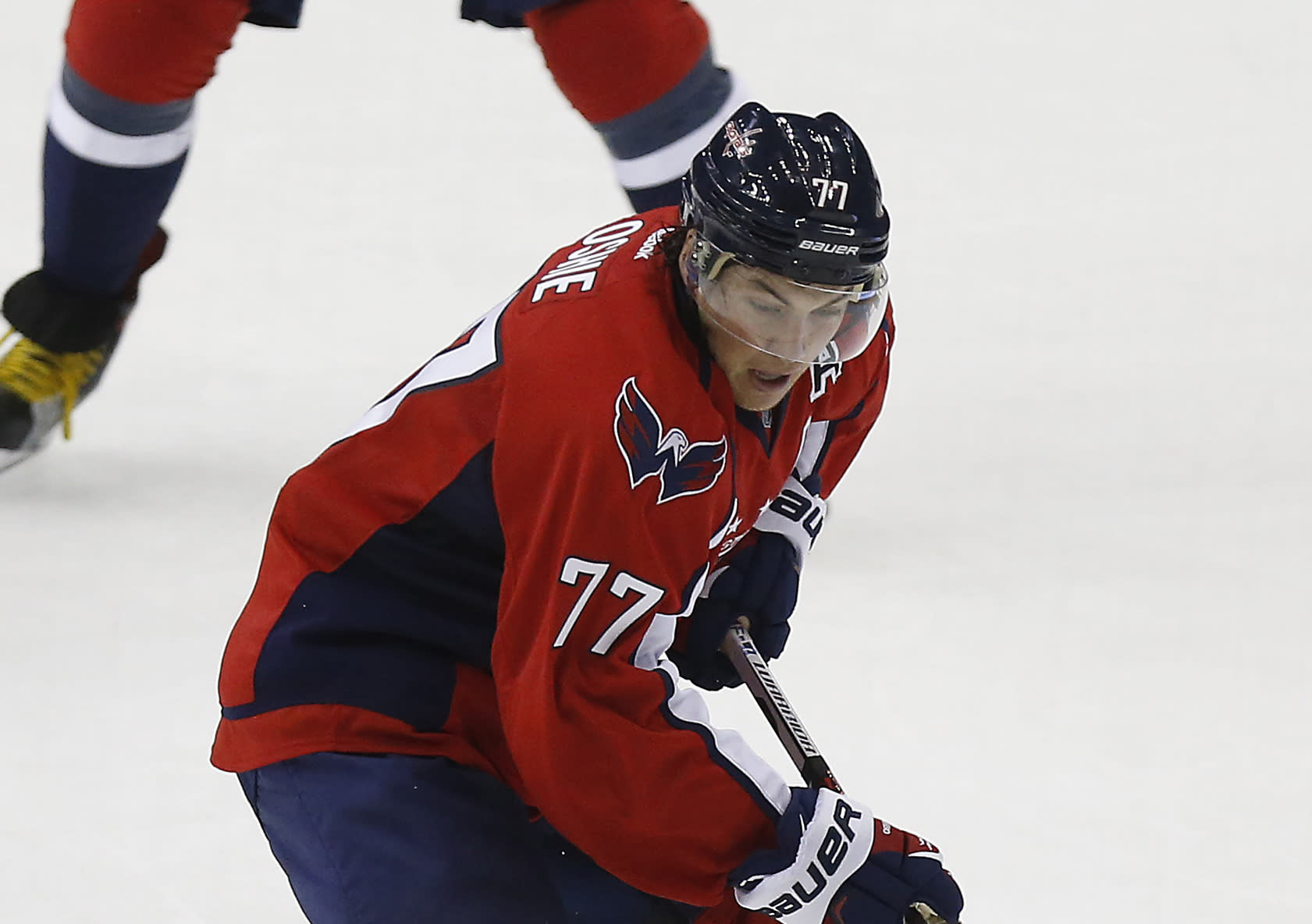 Oshie does it all in shootout win over Bruins