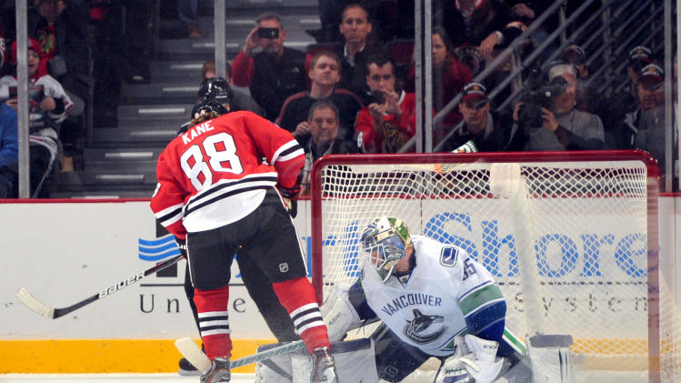 NHL: Vancouver Canucks at Chicago Blackhawks