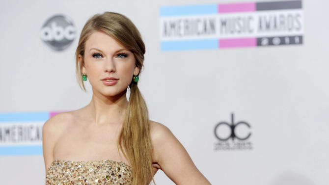 In this Nov. 20, 2012 photo, Taylor Swift arrives at the 39th Annual American Music Awards in Los Angeles. Swift is donating $4 million to the Country Music Hall of Fame and Museum to fund the 7,500 square foot-plus Taylor Swift Education Center in Nashville, Tenn. (AP Photo/Chris Pizzello)