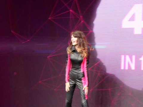 t-mobile girl carly