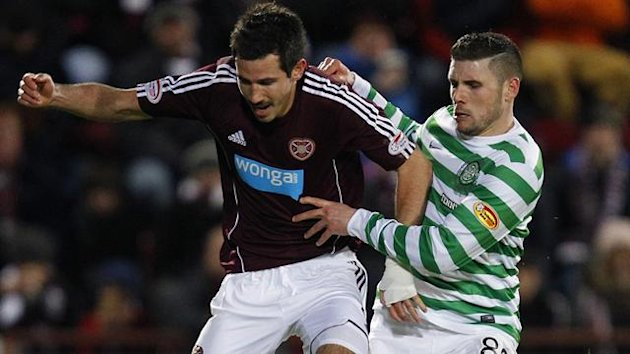 Hearts&#39; Ryan McGowan (L) runs with the ball as Celtic&#39;s Gary Hooper challenges (Reuters)