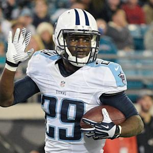 Tennessee Titans running back Leon Washington scores an 8-yard touchdown and gives the ball to family