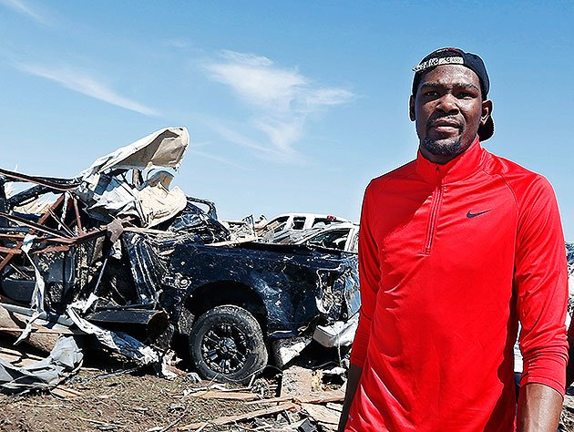 Kevin-durant-walks-past-tornado-damaged-homes-in-moore-okla.-ap-sue-ogrocki