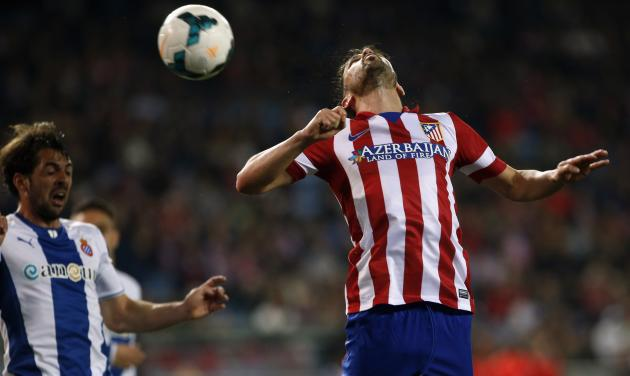 Atletico Madrid's Villa fights to head the ball with Espanyol's Sanchez during their Spanish first division soccer match at Vicente Calderon stadium in Madrid