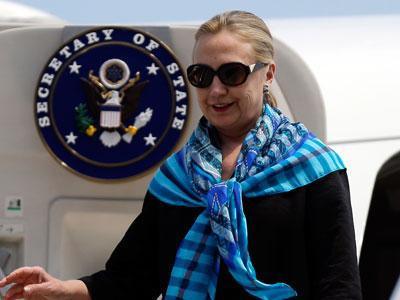 Clinton to emphasize peaceful resolution